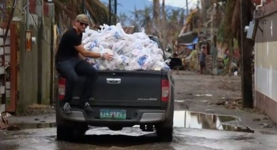 Casey Neistat delivers aid in the Philippines (Picture:YouTube/CaseyNeistat)