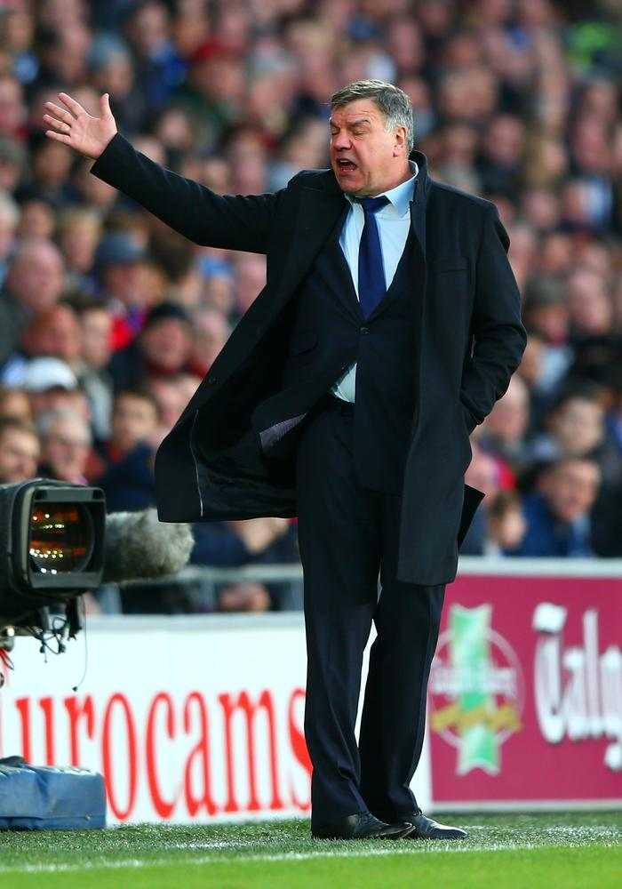West Ham manager Sam Allardyce is assured by owner David Gold that he is not in danger of losing his job