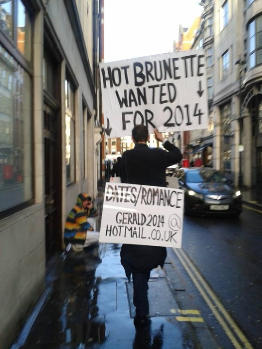 Man tries to court 'hot brunettes' using picket sign around London