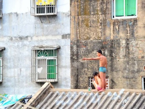Naked man holds woman hostage on China rooftop with a meat cleaver