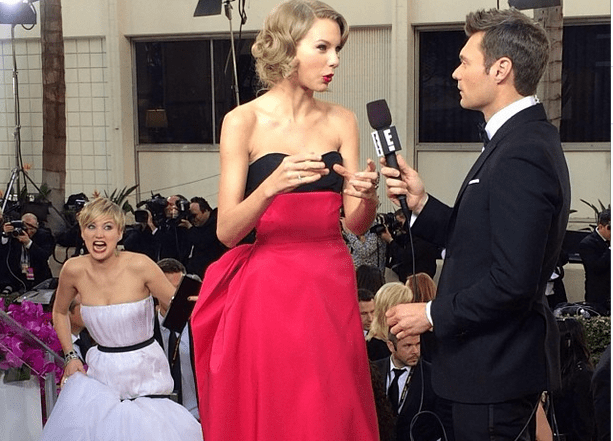 Jennifer photobombs Taylor Swift at the Golden Globes (Picture: Ryan Seacrest/Instagram)
