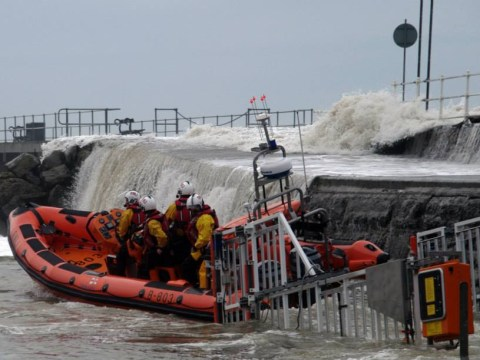 Man taking photos rescued by RNLI after defying Aberystwyth seafront ban