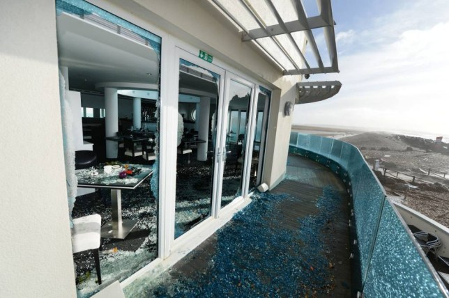 Restaurant, storm