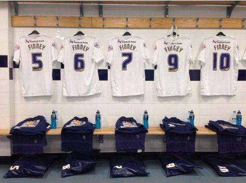 Preston North End players honour club legend Sir Tom Finney on match shirts