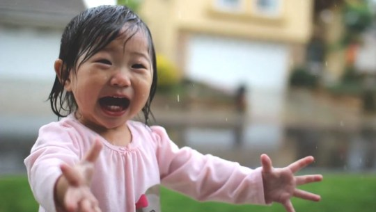 Kayden and rain: Video of little girl's first experience of a downpour