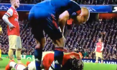 Does this show Arjen Robben spit on Arsenal defender Bacary Sagna?