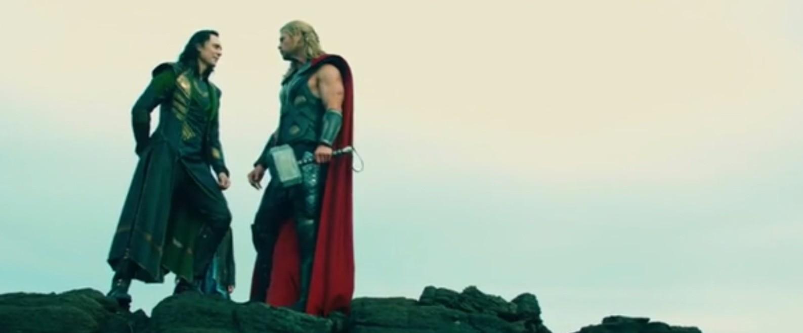 Tom Hiddleston and Chris Hemsworth mess around in Thor: The Dark World gag reel