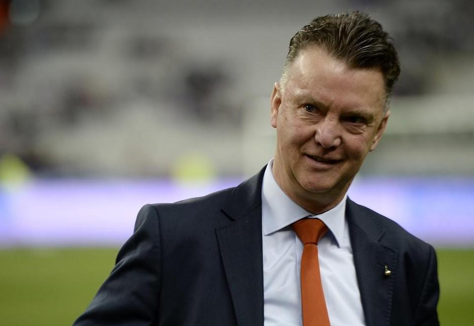 Louis Van Gaal again admits he wants Premier League job to pile pressure on Tottenham's Tim Sherwood and Manchester United's David Moyes