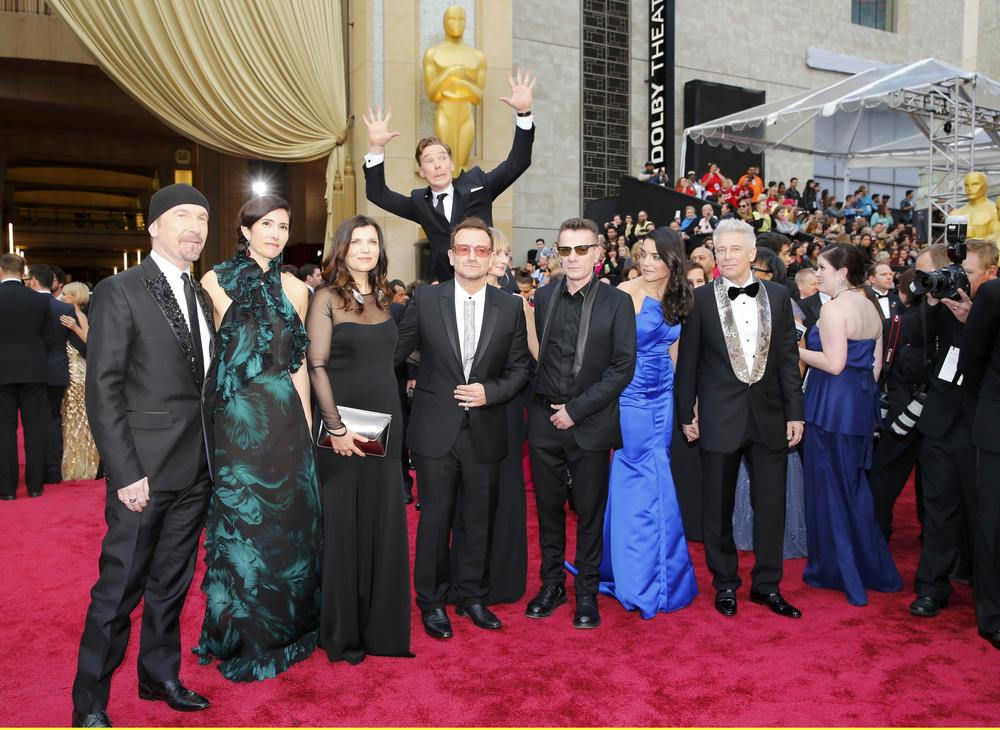 Benedict Cumberbatch photobombs U2 on the Oscars red carpet