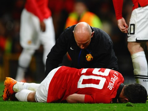 Manchester United sweat on Robin van Persie after Olympiakos injury