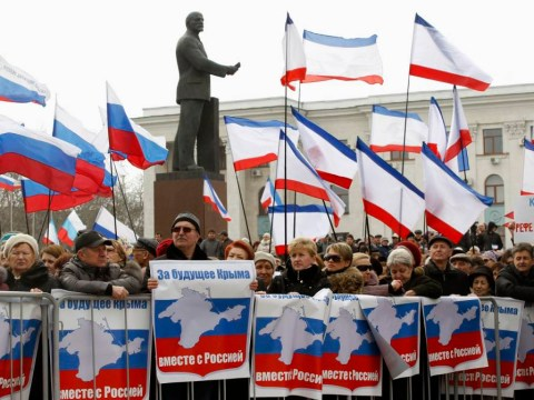 Russia seizes army airport in lead-up to Crimea vote