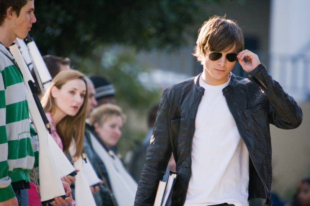 FILM: 17 Again  Zac Efron PHOTOGRAPHS TO BE USED SOLELY FOR ADVERTISING, PROMOTION, PUBLICITY OR REVIEWS OF THIS SPECIFIC MOTION PICTURE AND TO REMAIN THE PROPERTY OF THE STUDIO. NOT FOR SALE OR REDISTRIBUTION. ALL RIGHTS RESERVED.
