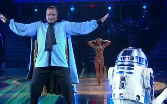 R2-D2 has the moves. Billy Dee Williams not so much. (Picture: ABC)