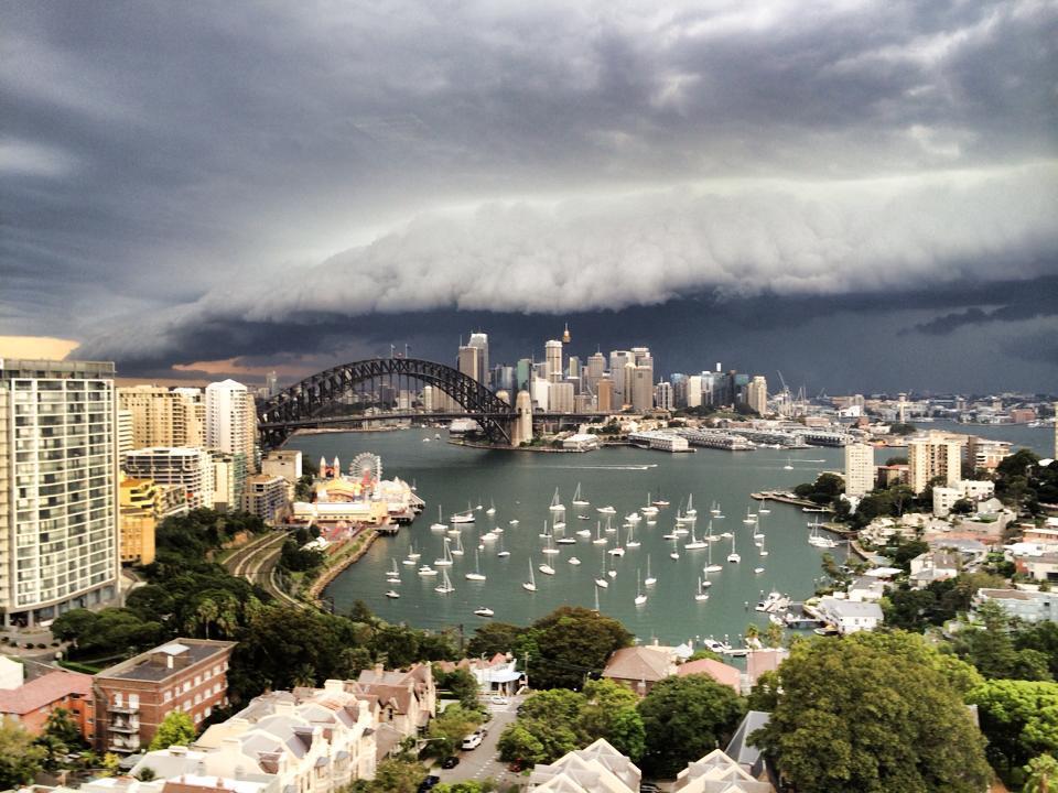 Huge storm rolls into Sydney