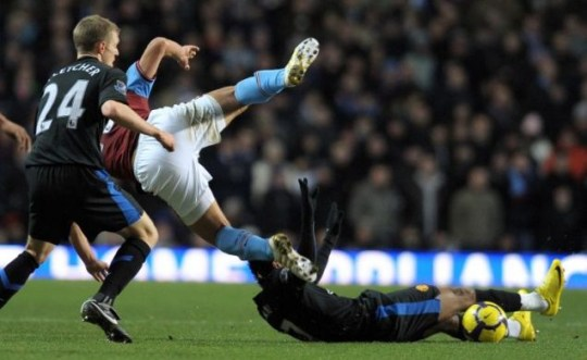 Nani saw red for this tackle on Petrov