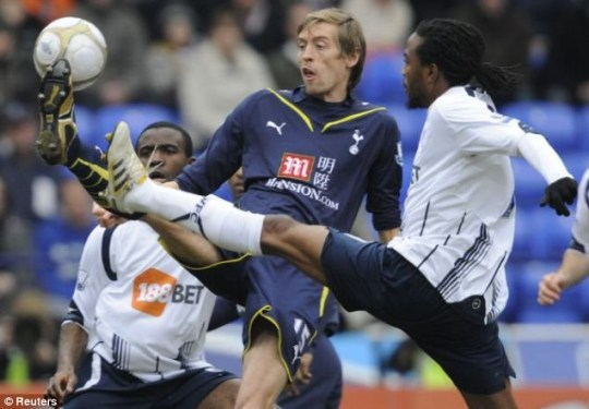 Bolton Wanderers' Ricardo Gardner (R) challenges Tottenham Hotspur's Peter Crouch during their fifth round FA cup soccer match in Bolton
