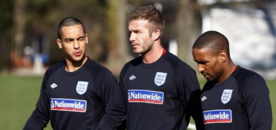 Theo Walcott with England team mates David Becjham and Jermain Defoe