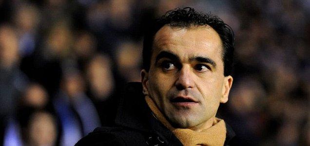 Wigan manager Roberto Martinez has criticised Fabio Capello for overlooking his goalkeeper Chris Kirkland