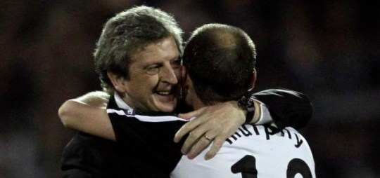 Fulham manager Roy Hodgson has called for Uefa to postpone the Europa League final if volcanic ash disrupts travel