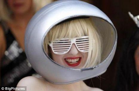 Anne Boyer Gaga lookalike