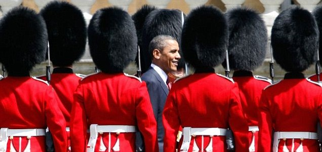 US president Barack Obama inspects a guard of honour at Buckingham Palace