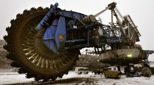 The world's biggest saw stands at just over 145 feet
