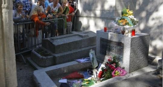Jim Morrison tributes death 40th anniversary cemetry grave Paris