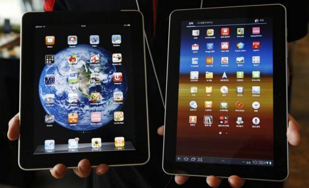 Slavish? The Apple iPad (left) and Samsung Galaxy Tab 10.1, right (Picture: Reuters)