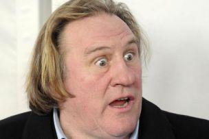 Gerard Depardieu urinate on plane