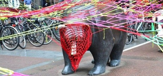 Guerilla Knitting mit Kommando Agnes Richter