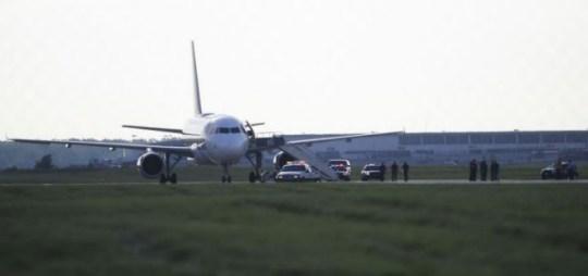 Kissing plane F-16 Denver Detroit, flight downed