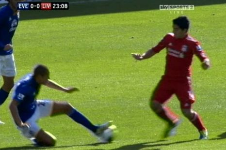 Everton's Jack Rodwell appears to beat Liverpool's Luis Suarez to the ball fair and square (Picture: Sky Sports)
