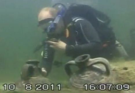 Putin Scuba dive discovery 'was faked'