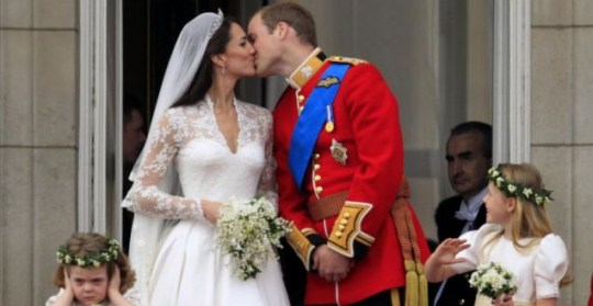 Kate And William S Royal Wedding Balcony Kiss Voted Tv
