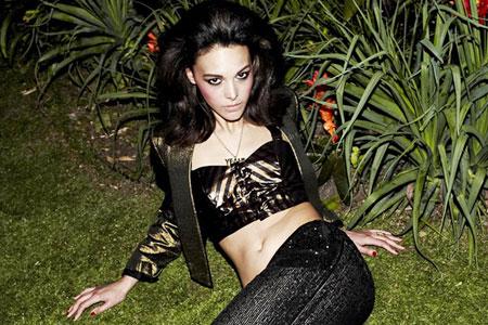 Mecia Simson in Britain's Next Top Model