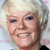 Former EastEnders star Wendy Richard is to be honoured with a plaque at a London pub