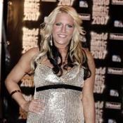 Euro-pop act Cascada have retained the number one spot in the singles chart