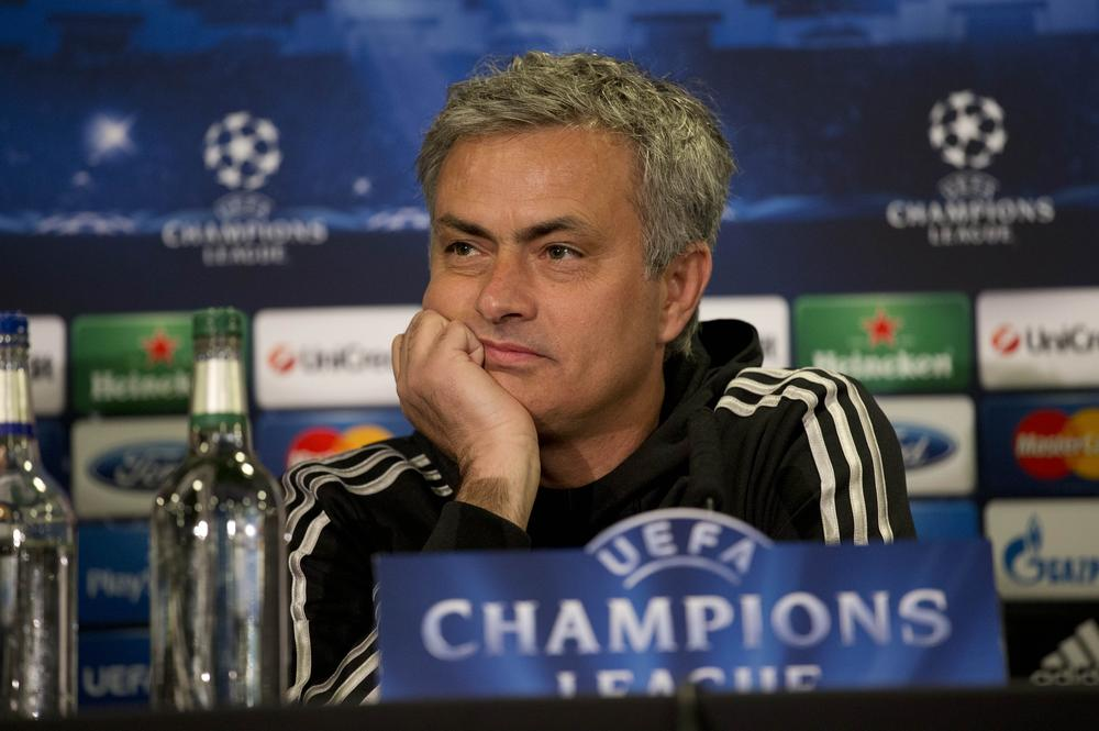 Jose Mourinho is losing the Chelsea dressing-room, says Barcelona legend Johan Cruyff
