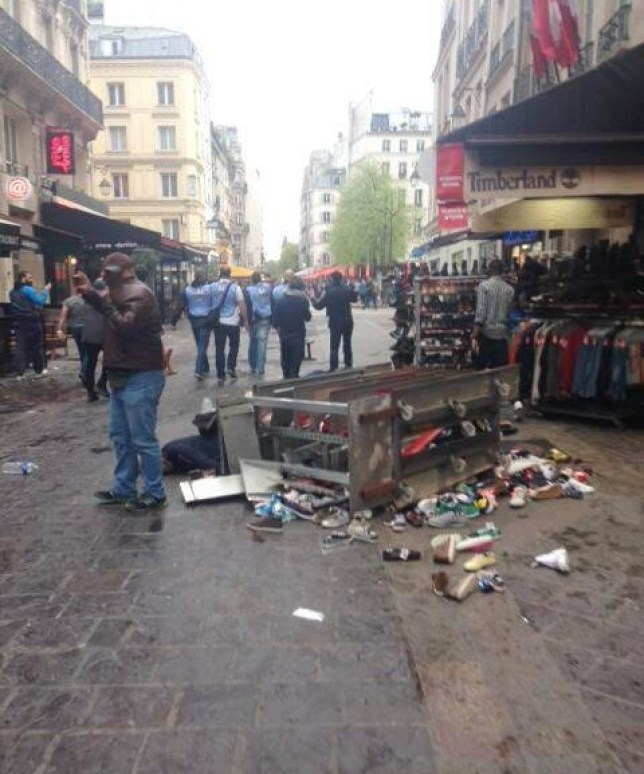 Peter Allen ¿@peterallenparis 28m - tweeted by Peter AllennEDL chants & Sieg Heil salutes fm alleged Chelsea fans currently smashing up shops & cafés in central Paris pic.twitter.com/Et8p3xVJAu