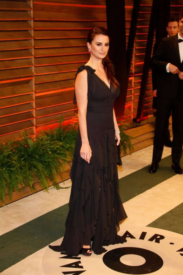 Penelope Cruz arrives at the Vanity Fair Oscar Party wearing a dress from the H&M Conscious range (Picture: Alamy)