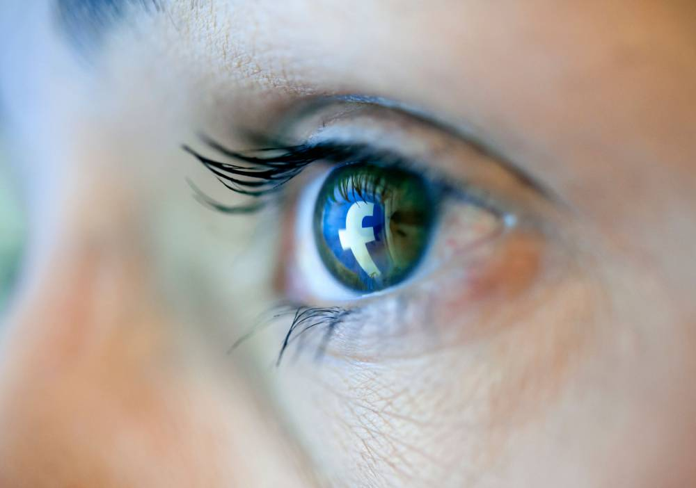 Too much time on Facebook can be bad for young women's 'selfie-esteem'