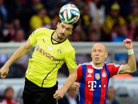 Manchester United target Mats Hummels happy at Borussia Dortmund, insists father