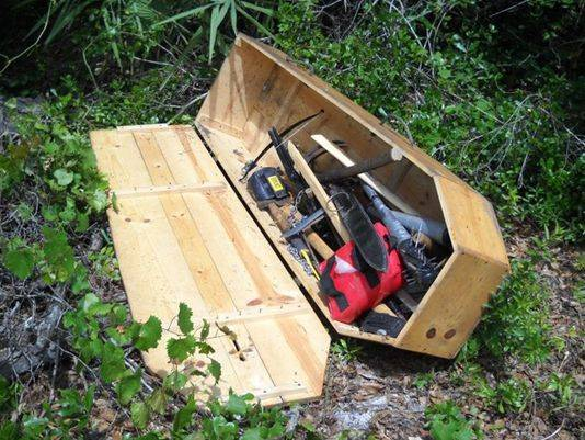 Coffin full of strange weapons discovered in Florida park