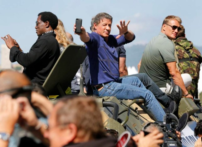 epa04211929 US actor Sylvester Stallone (C) takes a selfie as he arrives on a tank for a photocall for 'The Expendables 3' at the 67th annual Cannes Film Festival, in Cannes, France, 18 May 2014. The festival runs from 14 to 25 May.  EPA/SEBASTIEN NOGIER
