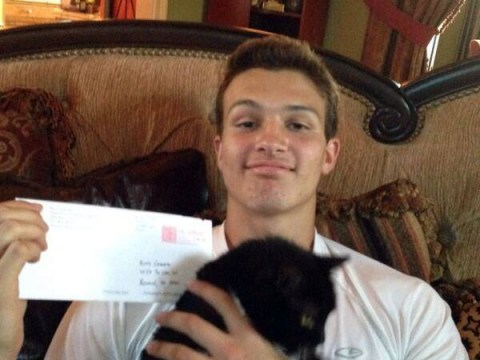 College recruits star football player… by writing to his cat