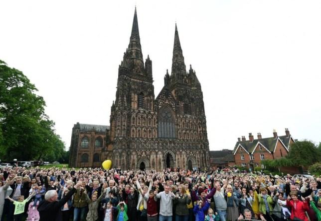 Stephen Sutton funeral: Thousands give #ThumbsUpForStephen