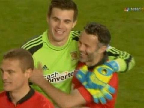 Hull goalkeeper Eldin Jakupovic apologises to Ryan Giggs after denying Manchester United man fairytale finish