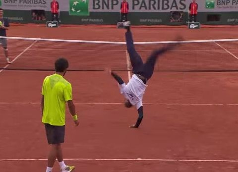 Gael Monfils shows off epic moves in a dance-off at the French Open