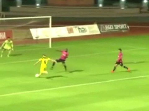 Footballer goes from Nicklas Bendtner to Ronaldinho in three seconds to score wonder-goal