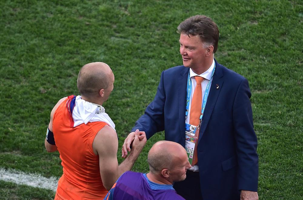 Louis van Gaal masterclass for Netherlands downs Chile and secures top spot in group